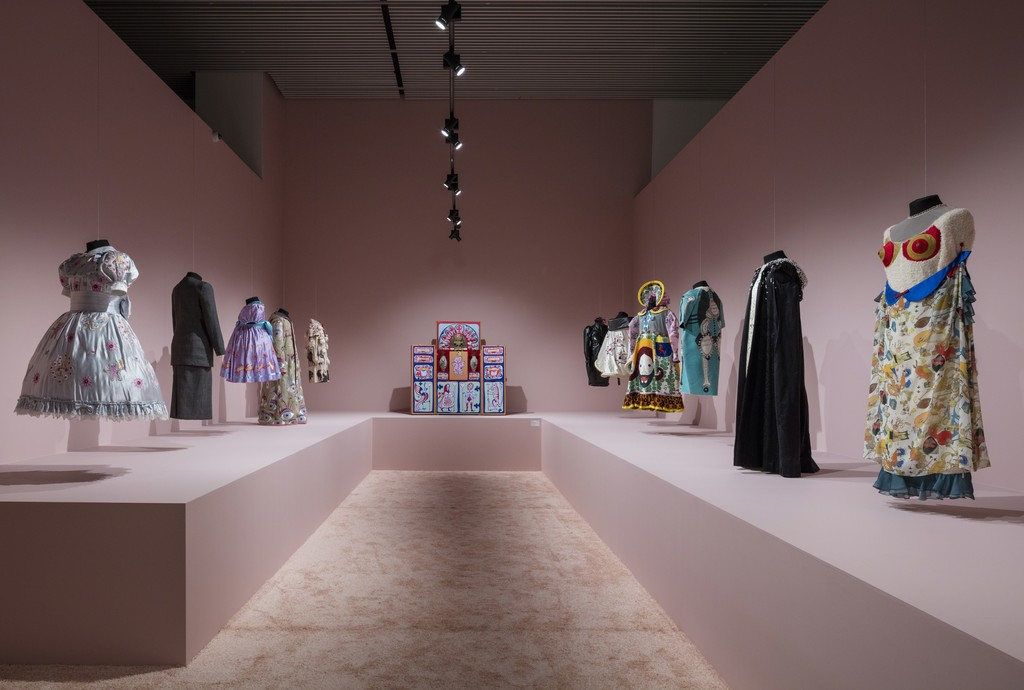 Grayson Perry, Hold Your Beliefs Lightly, installation view ARoS 2016, photo Anders Sune Berg