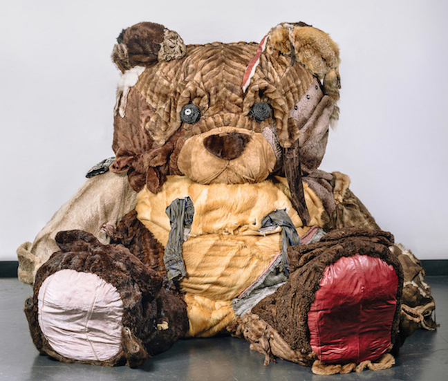 Šejla Kamerić BFF, 2015 Second-hand fur, leather, fabric, used plastic bottles 165 x 270 x 210 cm Courtesy Šejla Kamerić & Galerie Tanja Wagner Foto: Edvin Kalić