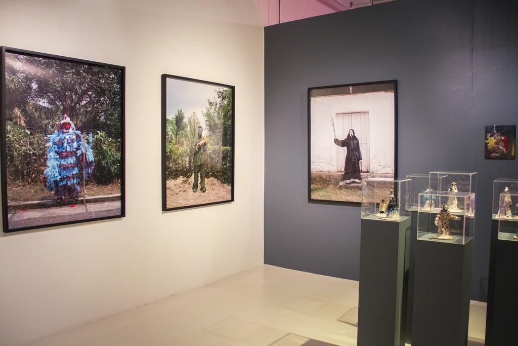 """Alejandro García Contreras & Josée Pedneault, Nuevos dioses (installation view), 2014. """"Horror en el Trópico"""" (2015)"""