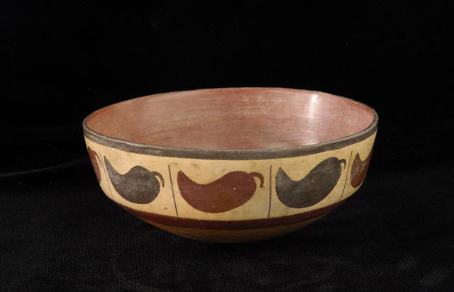 , 'Bowl with aji (chili peppers),' 100 BCE-600 CE, Blanton Museum of Art