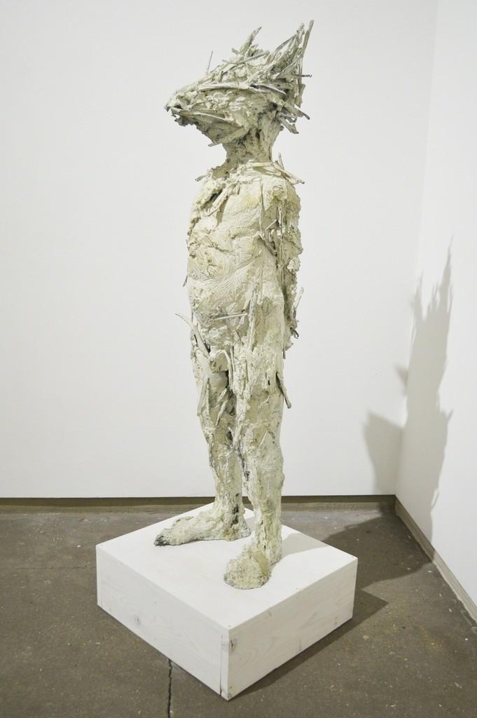 Nicola Hicks, Show me a man and I'll show you a boy, bronzo, 118.1 × 36.2 × 36.2 cm, 1996