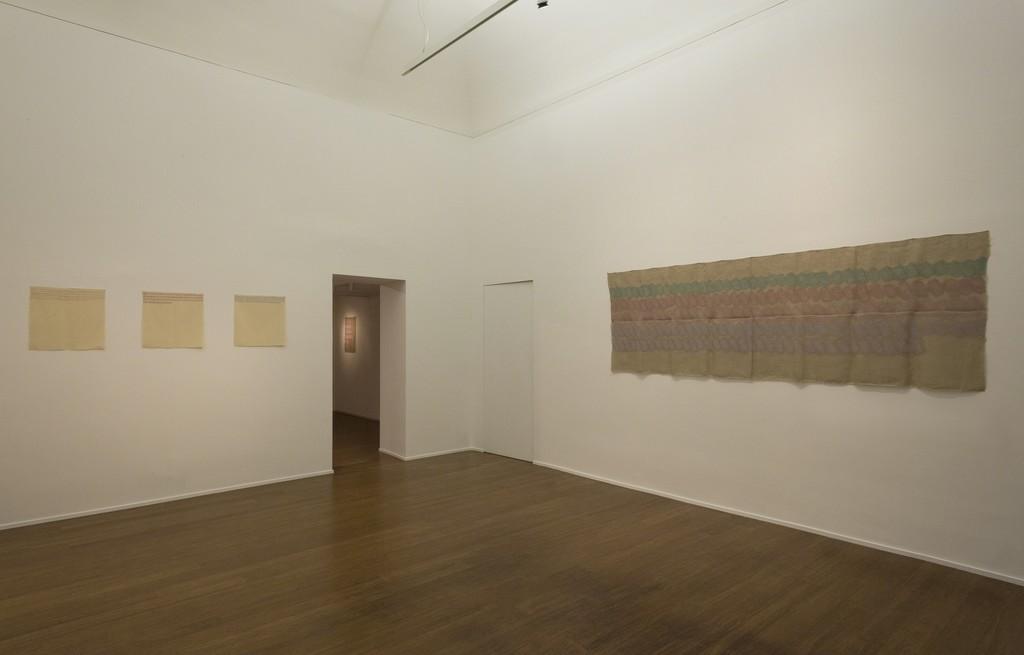 Giorgio Griffa : Esonerare il Mondo , To relieve the world– ABC-ARTE Contemporary art Gallery – 2015  Orizzontale 1975, 50 x 50 cm - 19 3/4 x 19 3/4 in, acrylic on cotton Orizzontale 1975, 50 x 50 cm - 19 3/4 x 19 3/4 in, acrylic on cotton Orizzontale 1975, 50 x 50 cm - 19 3/4 x 19 3/4 in, acrylic on cotton Segni orizzontali policromo 1973, 100 x 293 cm - 39 3/8 x 115 3/8 in, acrylic on juta www.abc-arte.com