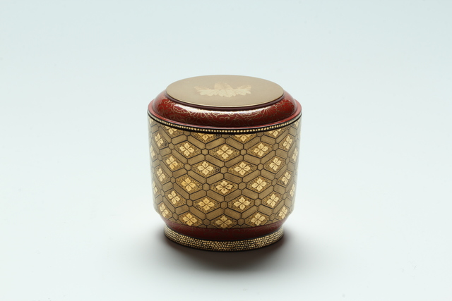 , 'Floral Lozenge Ground Tea Caddy (T-3826),' Heisei era (1989-present), Erik Thomsen