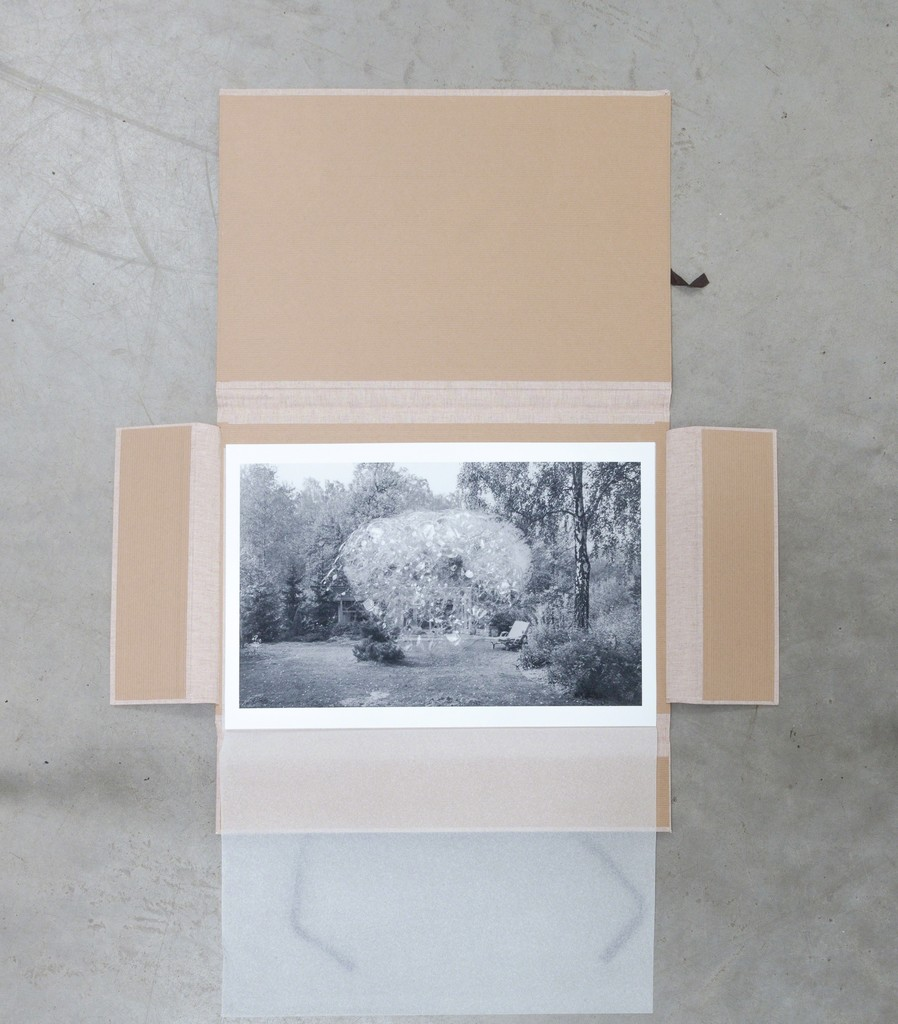 """exhibition view: exclusive ESSZIMMER-Edition by wim Bosch: """"Sommerhaus an der Havel"""" (engl.: Summer House on the Banks of the Havel), 2018 