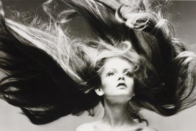 Twiggy, Hair by Ara Gallant, Paris studio, January