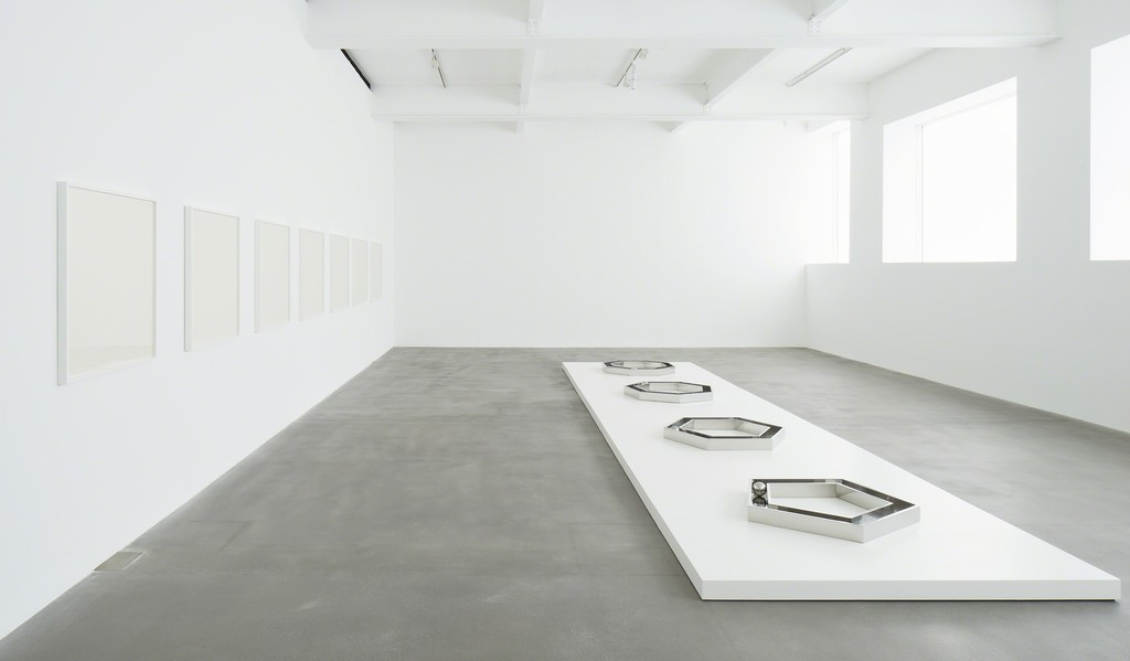 Installation view of The Open Polygon series, 1973 and Pure Polygon series, 1975 - 1976. All artworks © The Estate of Walter De Maria. Photo: Joseph Asghar. Courtesy Gagosian Gallery.
