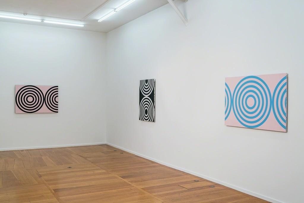 Michael Scott, Circle Paintings, exhibition view, Xippas Paris (December 15, 2018 - February 16, 2019) Photo: Frédéric Lanternier. Courtesy the artist and Xippas.