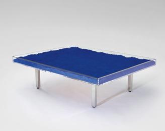 Table Bleu Klein™ / Klein Blue® Table