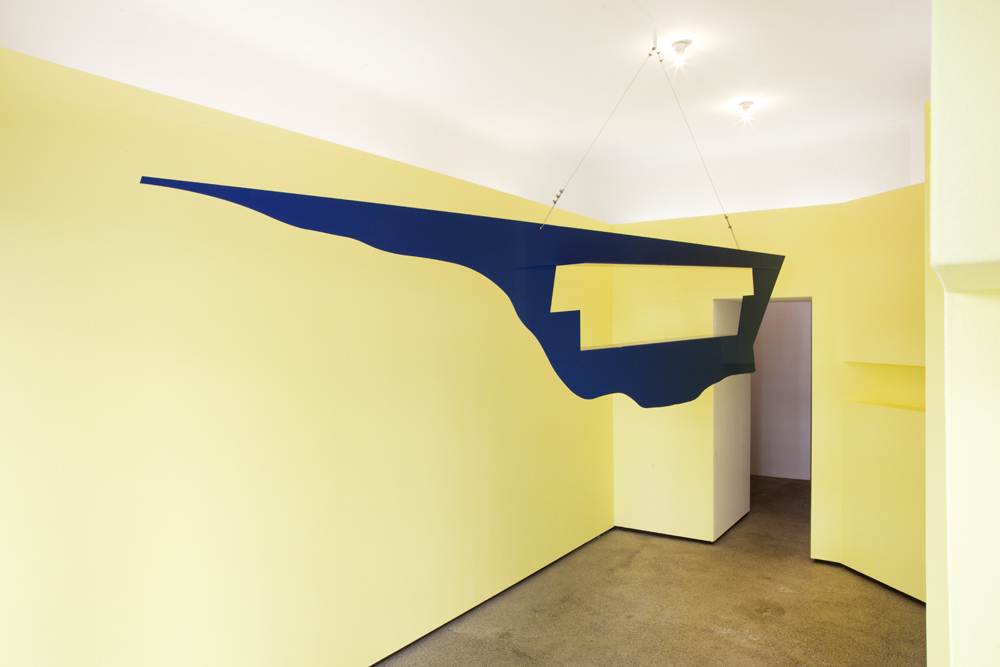 Additional image to demonstrate her recent 'Hanging Sculptures': 'Blauer Vogel / Blue Bird' from 2015 hanging 2016 as a single sculpture at Straßen-Salon from Semjon Contemporary; photo: Lukas Heibges