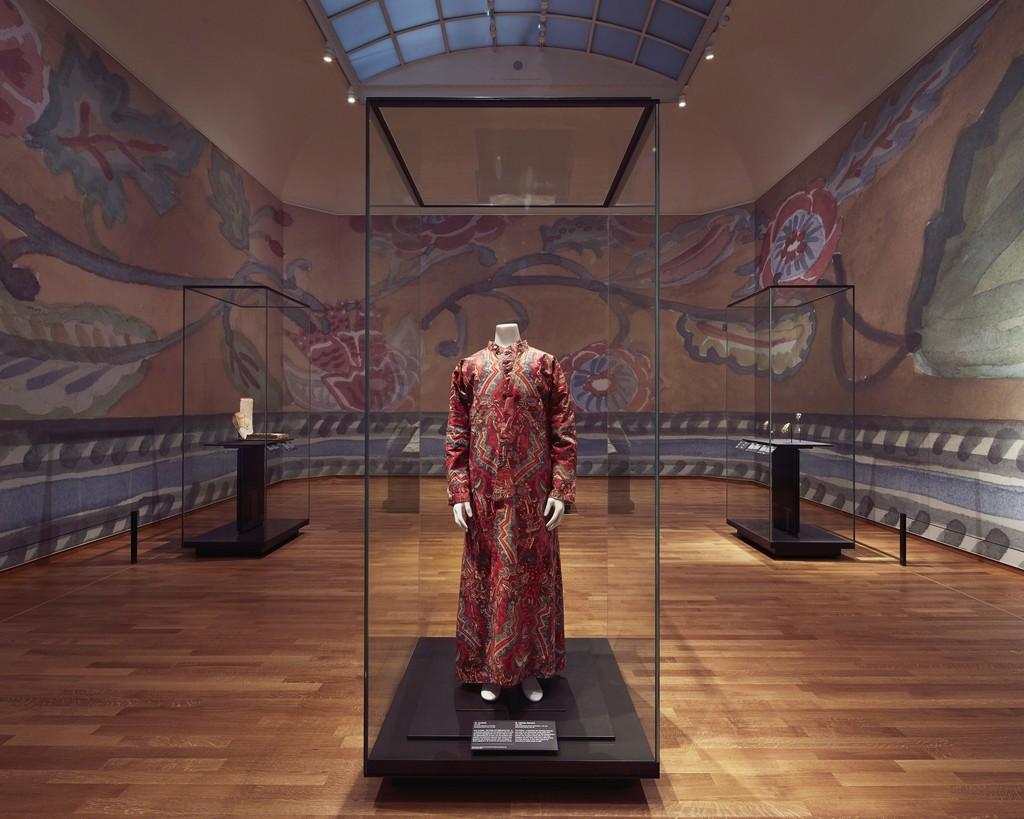 "Installation view, ""Asia > Amsterdam,"" Gallery 6. Rijksmuseum, Amsterdam (2015) Photo: Erik Smits"