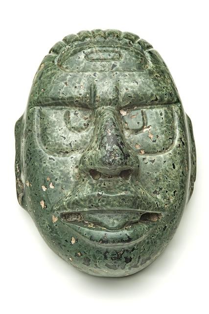 , 'Dieu solaire en pierre verte (Sun god in green stone),' 600-900 AD, Musée du quai Branly