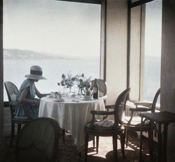 , 'Bibi au Restaurant d'Eden Roc Cap d'Antibes,' 1920, Foam Fotografiemuseum Amsterdam