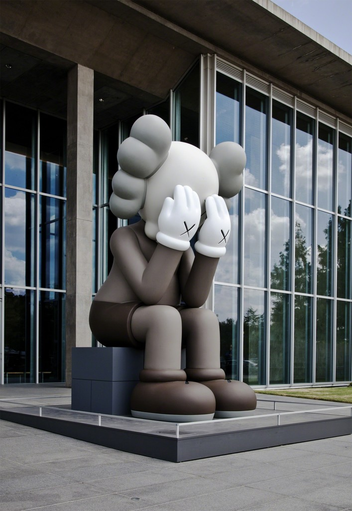 "Installation view of ""KAWS: WHERE THE END STARTS"" at Modern Art Museum of Fort Worth, Fort Worth (2016). Image courtesy of Modern Art Museum of Fort Worth."
