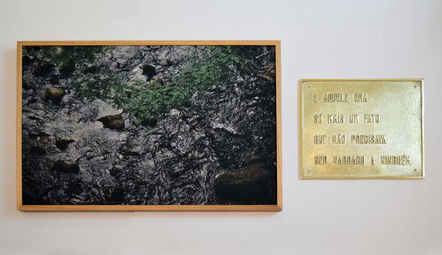 , 'Só mais um fato [One more fact],' 2017, Casa Triângulo