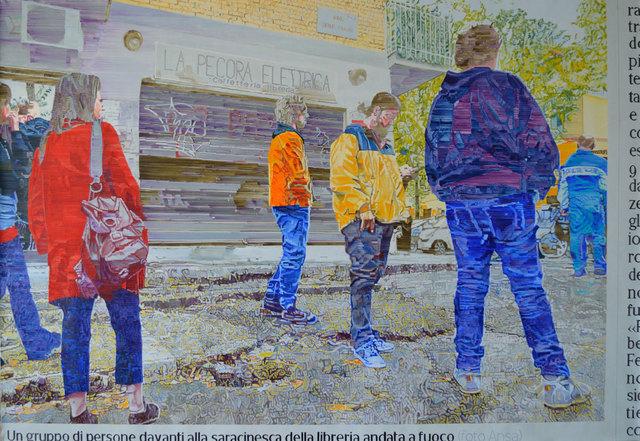 simeón saiz ruiz, 'CENTOCELLE. UN GRUPO DE PERSONAS DELANTE DEL ESCAPARATE DE LA LIBRERIA QUEMADA, SEGÚN FOTOGRAFÍA DE ANSA PUBLICADA EN EL CORRIERE DELLA SERA EL JUEVES 7 DE NOVIEMBRE DE 2019', 2020, Painting, Oil on canvas, F2 Galería
