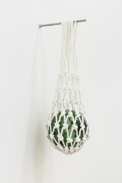 , 'Bóia de vidro manufacturada, suspensa em rede de basketball,' 2014, Vera Cortês