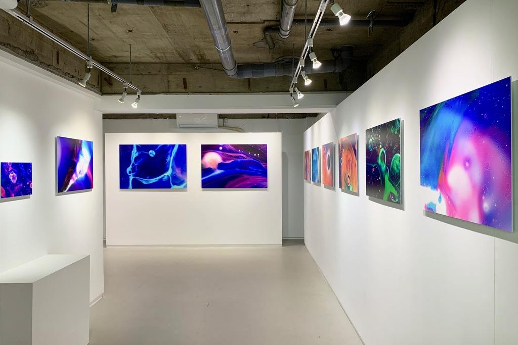 "installation view from Ryoichi Fujisaki Solo Exhibition ""colored oil"" (2020, KANA KAWANISHI PHOTOGRAPHY, Tokyo) | © Ryoichi Fujisaki, courtesy KANA KAWANISHI GALLERY"
