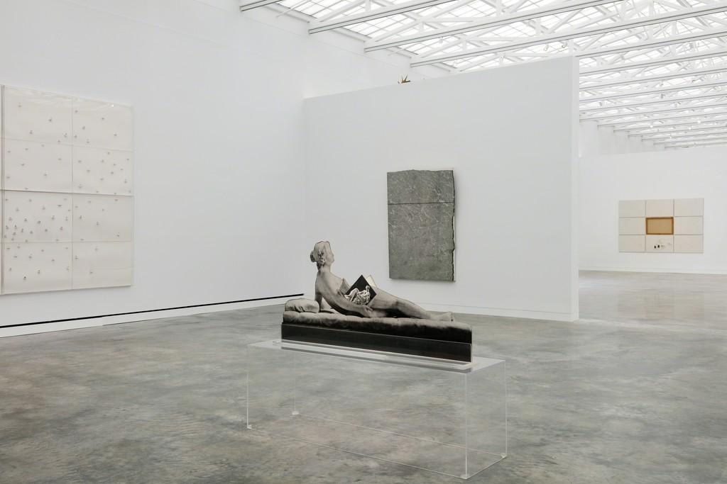 Installation view, Margherita Stein: Rebel With a Cause, Magazzino Italian Art. Giuseppe Penone, Unghiate, 1989; Giulio Paolini, Saffo, 1981; Giovanni Anselmo, Senza titolo, 1990. Photograph by Marco Anelli © 2017.