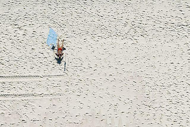 , 'Estar na praia. Recreio dos Bandeirantes,' , Galeria Tempo