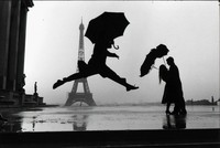 Elliott Erwitt, Paris, France (umbrella jump)