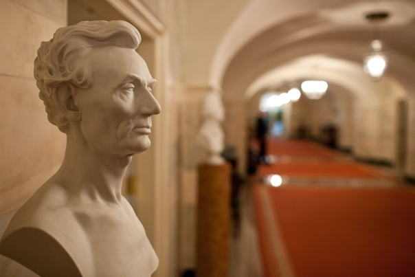 A bust of Abraham Lincoln in the Ground Floor Corridor of the WH (Official- Chuck Kennedy)