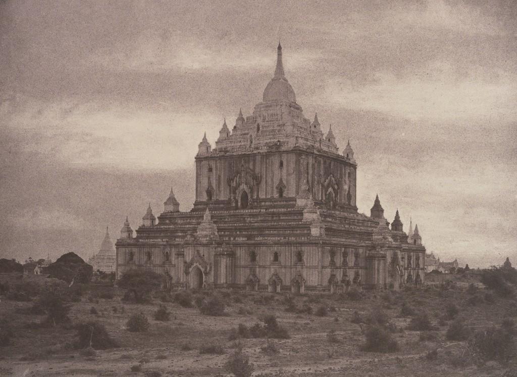 Linnaeus Tripe, 'Pugahm Myo: Thapinyu Pagoda, August 20-24, 1855' Image © The Metropolitan Museum of Art