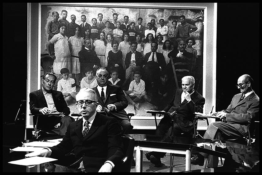 Enzo Biagi, a sinistra Renato Guttuso III B: Facciamo l'appello, 1971 Courtesy Rai Teche