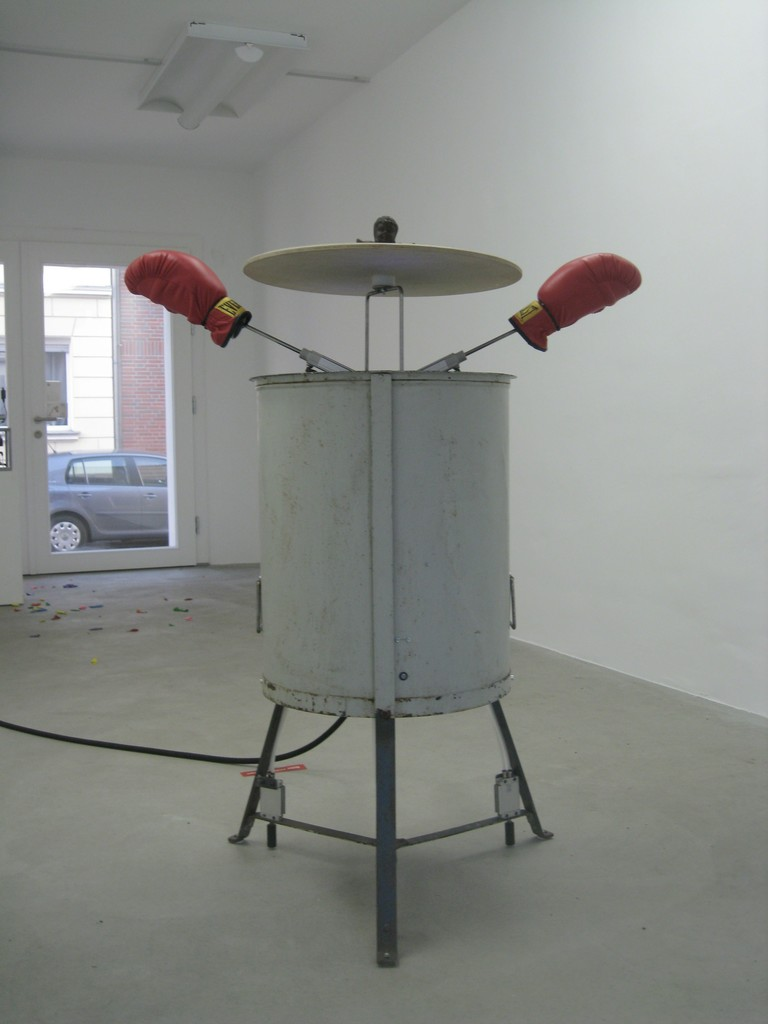 "Sascha Alexa Martin Müller, ""Pandora"", interaktive object, 2010 | image: ©dasesszimmer"
