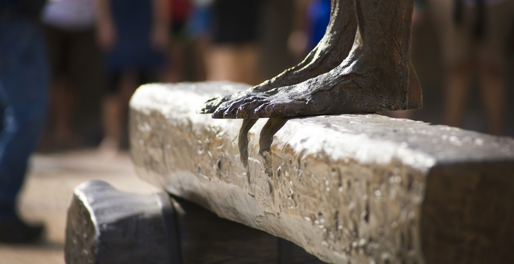 Magdalena Abakanowicz, Detail of Figure on a Trunk, 2000. Photo by Robert Boland. Courtesy of Landmarks, the public art program of The University of Texas at Austin.
