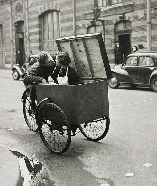Robert Doisneau, 'Le baiser blotto', 1950, Photography, Gelatin silver print, printed later., Phillips