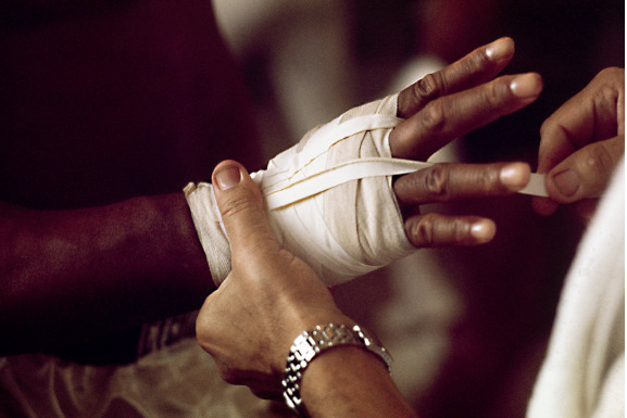 , 'Muhammad Ali getting his hand strapped up,' 1966, Galeria de Babel