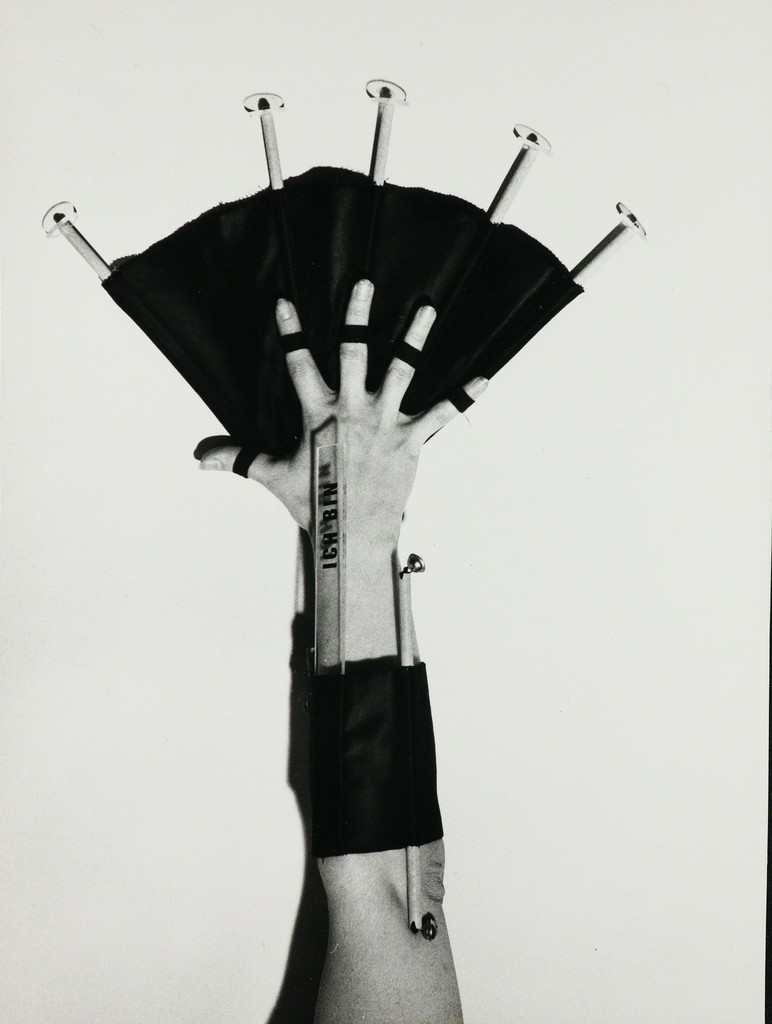 Touch Instrument I am (Finger fan), 1976, Archive Galerie Grita Insam