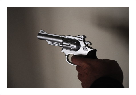 , 'Mão com pistola de brincar,' 2010, Carlos Carvalho- Arte Contemporanea