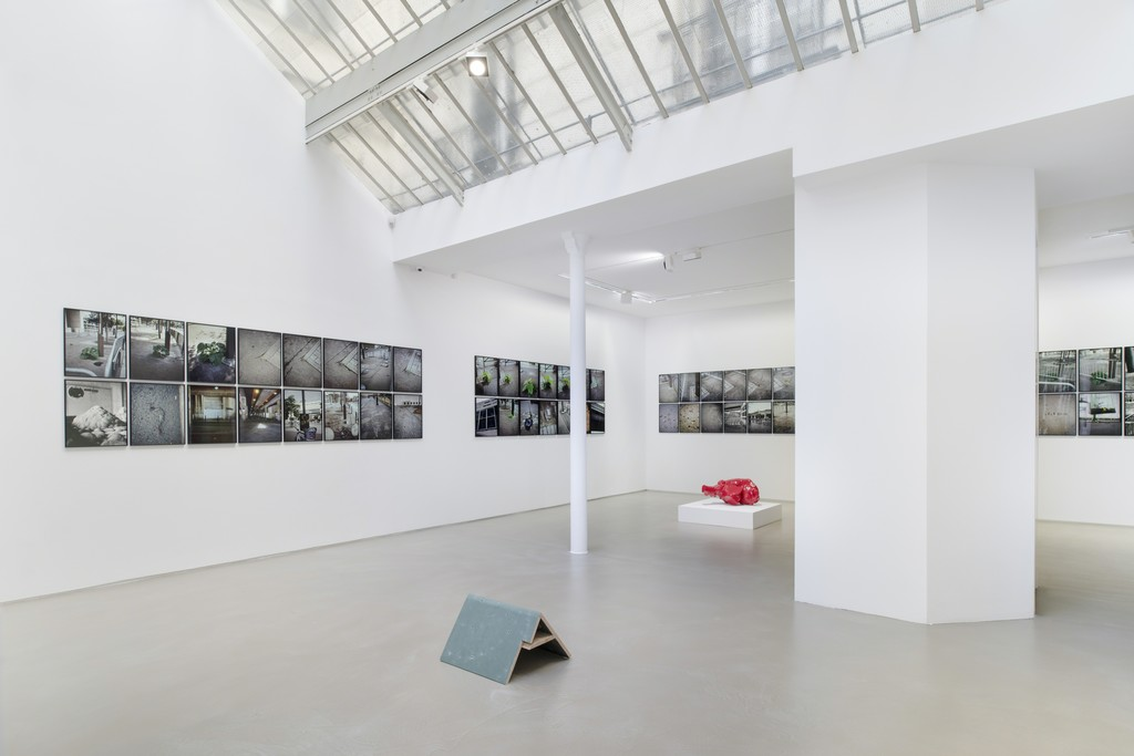 Jean-Luc Moulène, La Vigie (extraits), Paris, 2004-2011, installation view at Galerie Chantal Crousel (2019). Courtesy the artist and Galerie Chantal Crousel, Paris. Photo: Martin Argyroglo © Jean-Luc Moulène / ADAGP, Paris (2019)