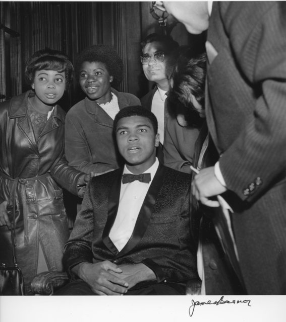 , 'Mohammed Ali surrounded by his fans in London. ,' , Galerie Clémentine de la Féronnière