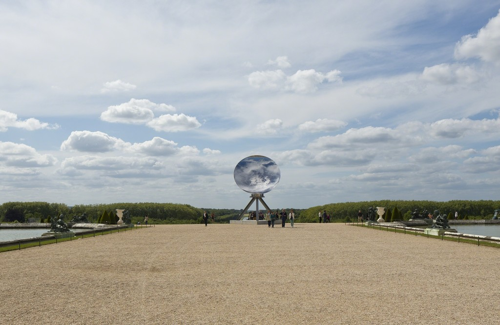 "Anish Kapoor, ""Sky Mirror"" (2013). Château de Versailles. CourtesyKapoorStudio,Kamel Mennour andLissonGallery, © Tadzio"