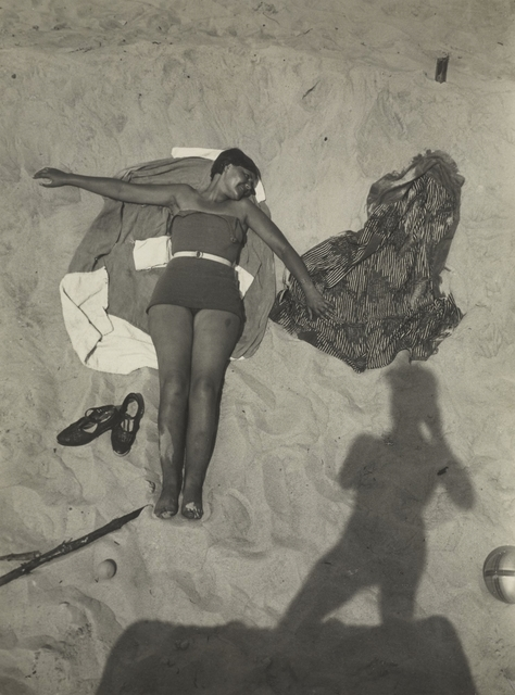, 'Am Strand (On the Beach),' about 1929, J. Paul Getty Museum