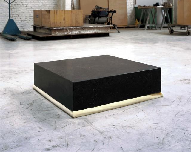 , 'Un bloc de pierre de 80x80x20cm sur un bloc de polyuréthane de 80x80x20cm,' 1985, Galerie Greta Meert