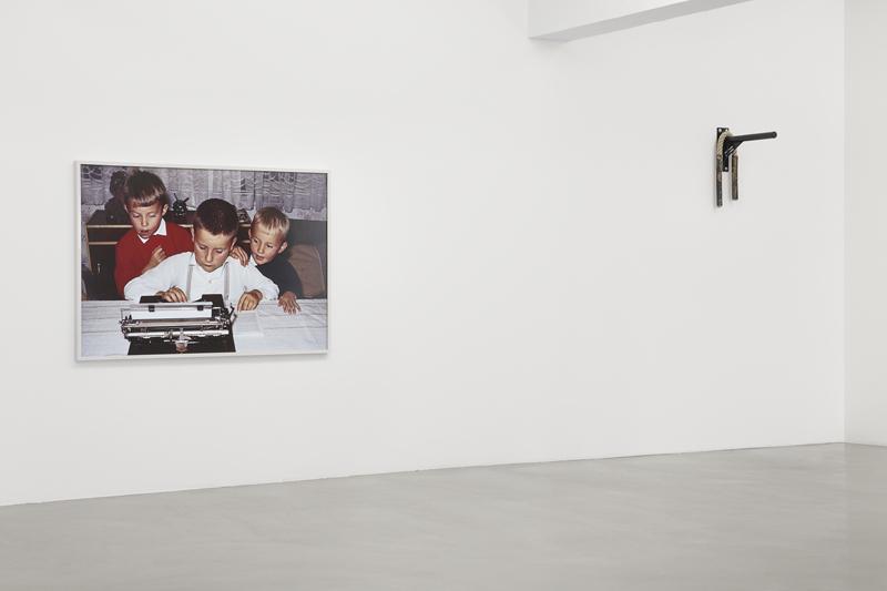 Timo Seber, Exhibition view TWITCH, GAK Gesellschaft für Aktuelle Kunst, 2015, Courtesy SCHMIDT & HANDRUP Köln/Berlin, Photo: Tobias Hübel