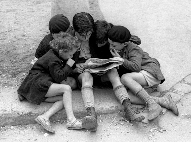 Fred Stein, 'Children Reading the Newspaper (Paris)', 1936, Rosenberg & Co.