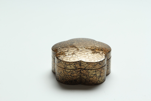 , 'Plum Blossom-Shaped Incense Box (T-3977),' 19th Century, Erik Thomsen