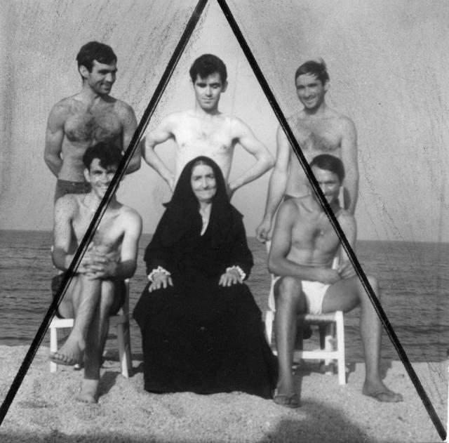 , 'La familia Mulas a orillas del mar, Cerdeña 1965,' 1965, Revolver Galería