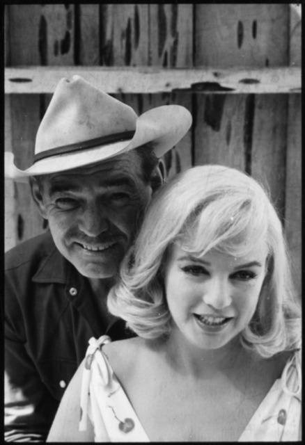 Elliott Erwitt, 'Marilyn Monroe e Clark Gabkle', 1960, Galeria de Babel