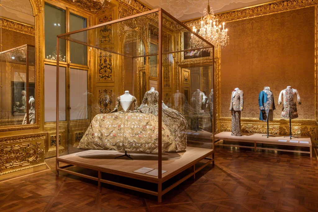 Exhibition view The Vulgar - Fashion Redefined, Photo: © Belvedere, Vienna
