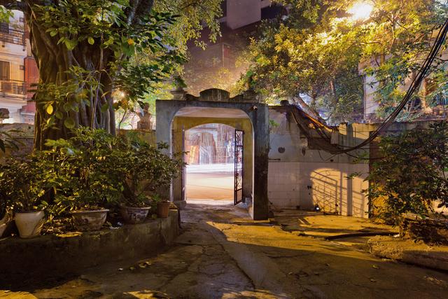 , 'Hanoi 18h6h 51 Tan Khai Temple Inside Garden,' 2014, Art Vietnam Gallery
