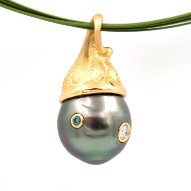 , 'Diamond Sapphire Black Tahitian Pearl Gold Necklace,' , form & concept