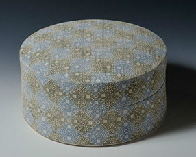 Round Box with Small Patterns