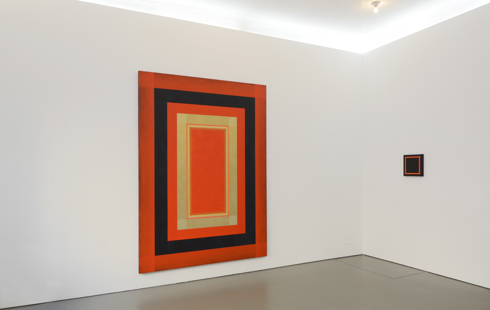 View of the exhibition with 'It's not dark yet-M-20-2018' (large format); photo: Jürgen Baumann