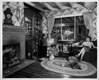 Hester Fringer's living room on the tracks