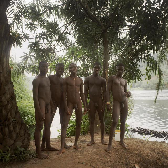 , '5 garçons près de la rivière Volta, Ghana,' 2013, Galerie Peter Sillem
